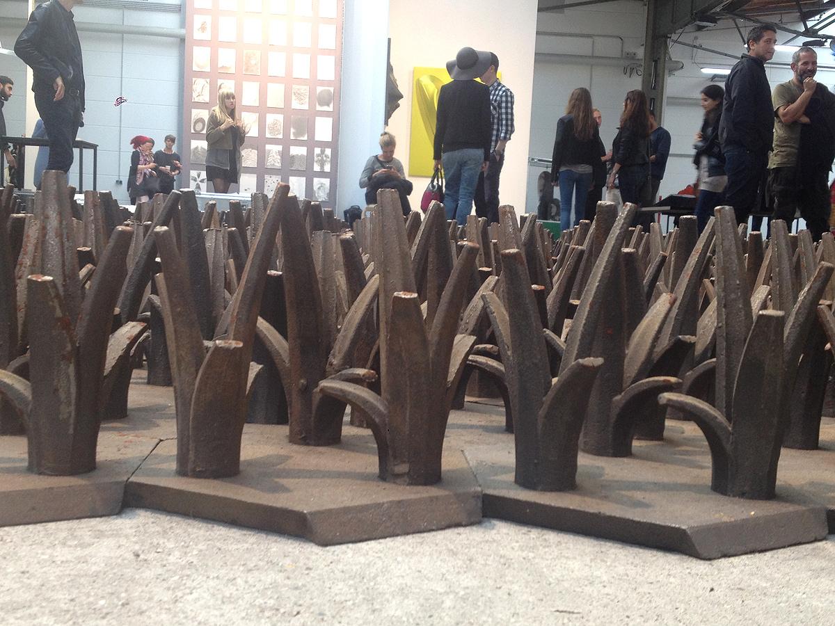Installation von Ai Weiwei: die Iron-Grasbüschel